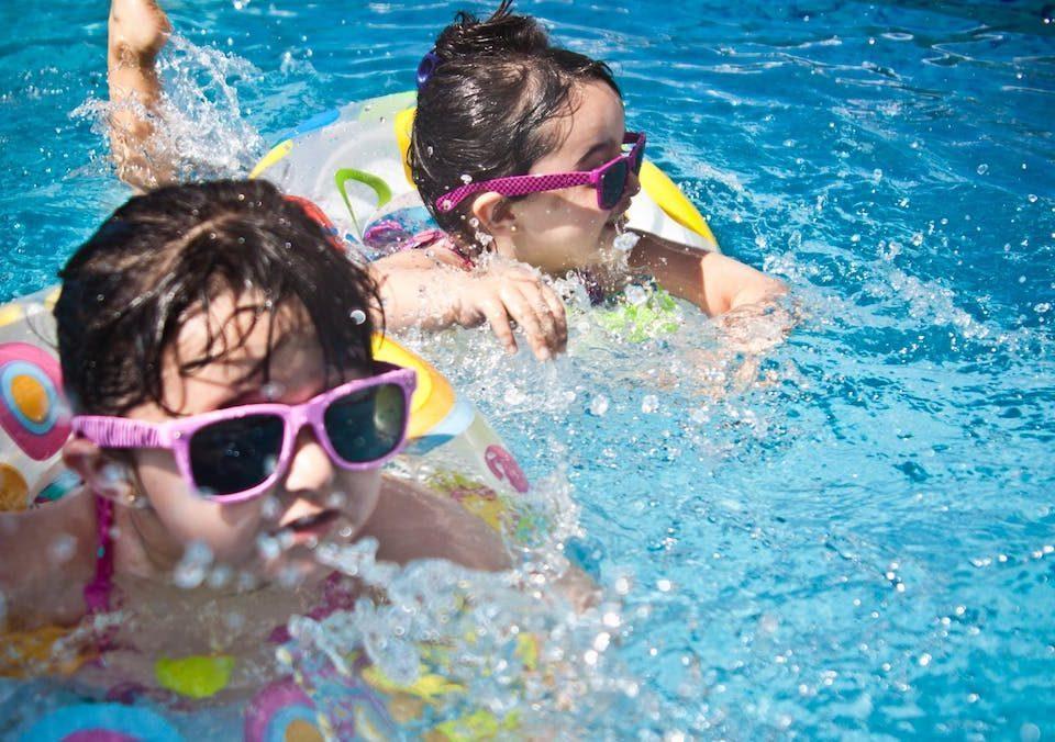 piscina-bambina
